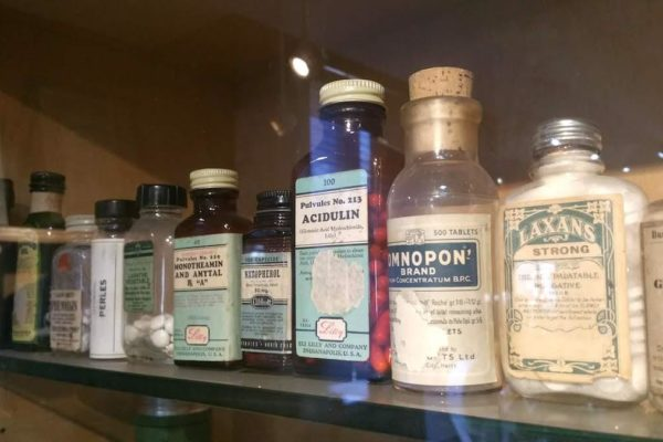Old pill bottles - National Pharmacy Museum - Heritage Portal - 2018